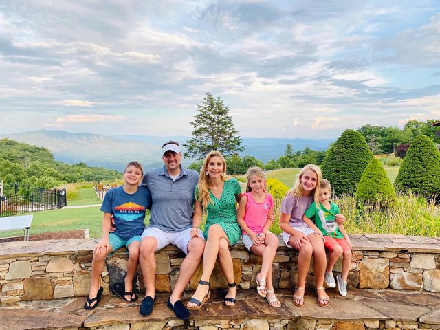 The Stuckey family came all the way from Texas to soak in the beautiful Blue Ridge Mountains! #family #blueridgeparkway #visitnc #blueridgemountains #littleswitzerland